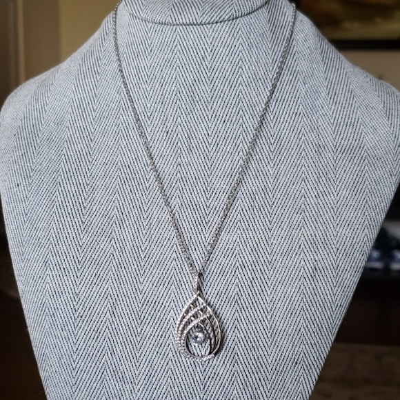 Unknown Jewelry - Sterling silver Necklace with CZ pendant